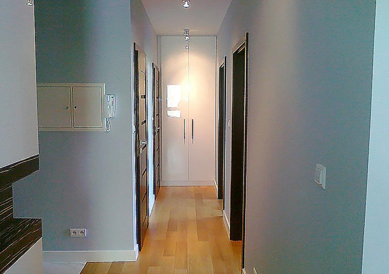 Wąski korytarz nie jest problemem, ładne odcięcie szarości