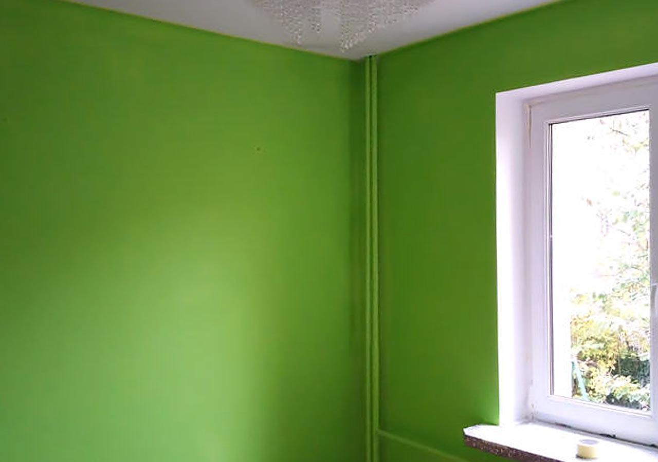 Malowanie z odcięciem zielonego, biały glif odbija światło