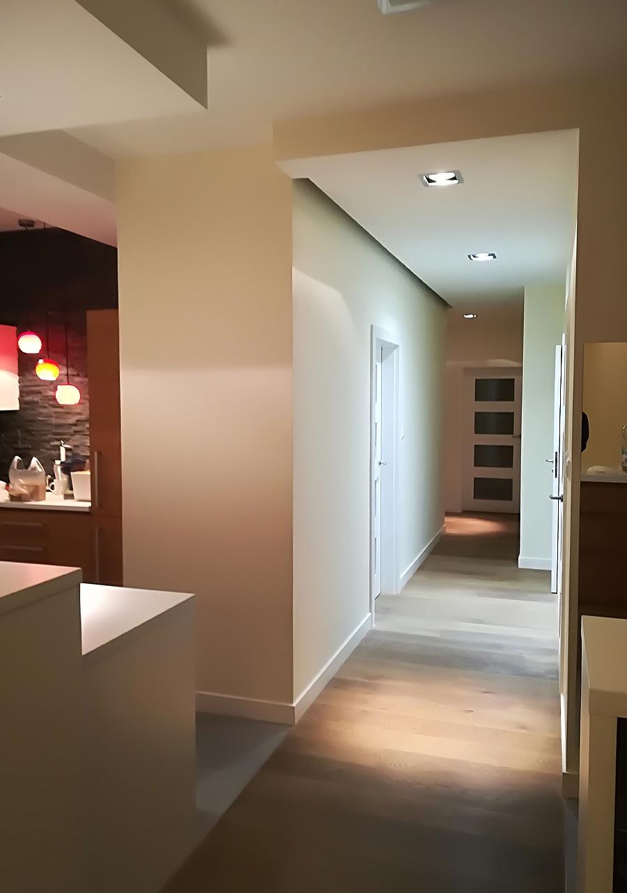 Malowanie korytarza wraz z wymianą oświetlenia